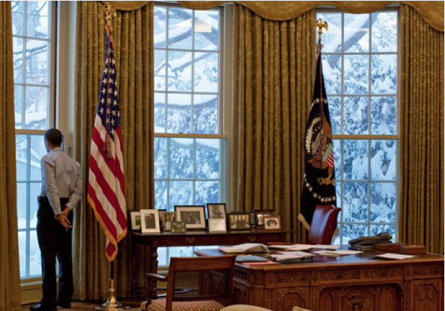 Barak Obama alone in the Oval Office