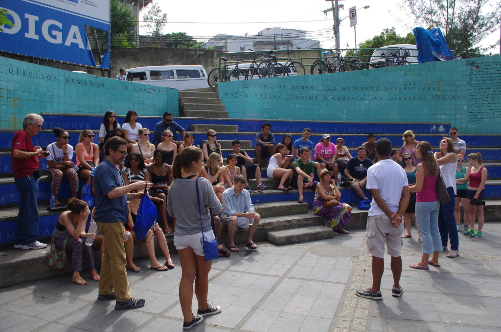 Students, teachers, and community visit organisers gather in the small amphitheatre at the Bottom of Vidigal. Catalytic Communities via Flickr, CC BY-NC-SA 2.0