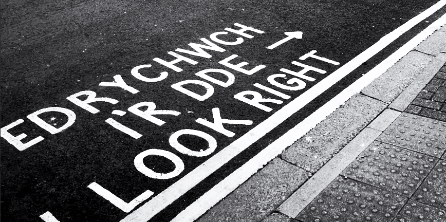 """Words painted on the road for pedestrians: """"Edrychwch L'r Dde"""" """"Look Right"""""""